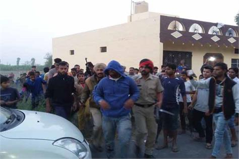 robber snatched gold chains from women men fiercely beat