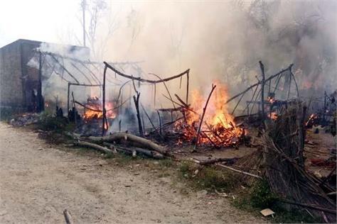 fierce fire in una 40 slums change into ashes