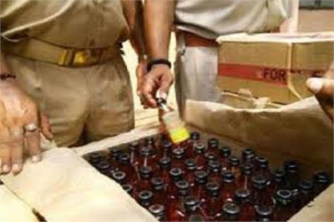 35 lakh seized illegal liquor during checking arrested driver