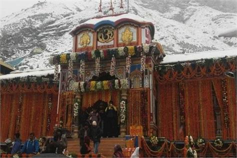 snowfall started in badrinath dham