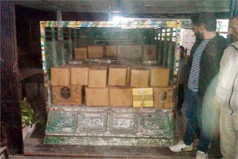 90 box liquor caught with relatives of bjp office bearer