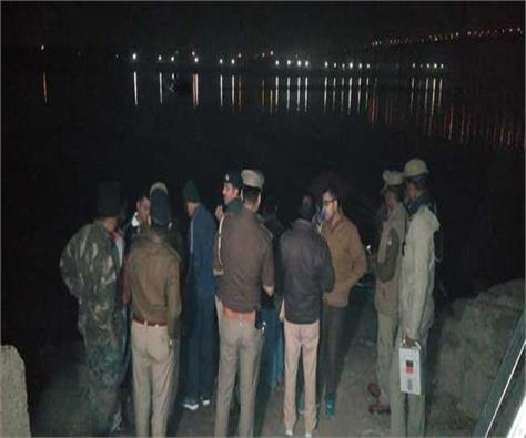 yamuna river boat filled with overloaded pilgrims 3 women killed 5 missing