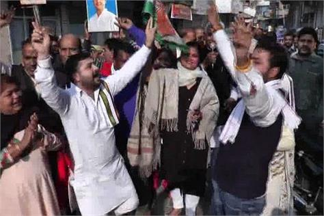 congress workers celebrating in haryana on winning elections in 3 states