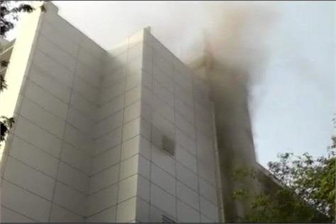mumbai 8 dead in hospital fire