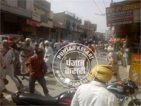 two laborers clash in tander police lathichard