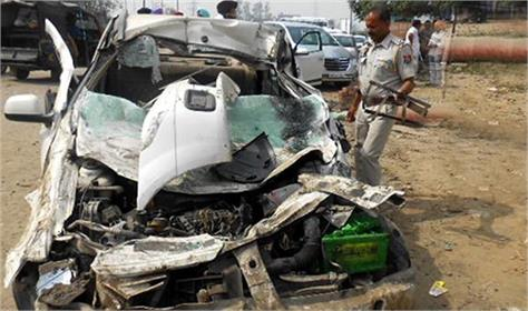 pakistan 20 dead in separate road accidents