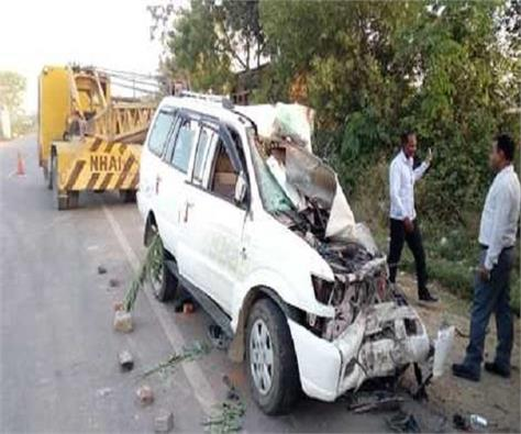 truck collided with truck in pratapgarh 3 killed