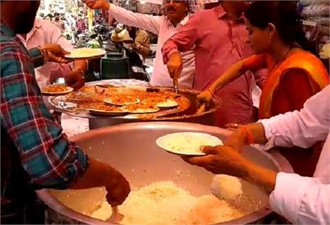 here you will get food in five rupees from 12 noon to 8 o clock