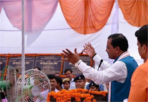 dynastic politics leads to congress president rahul becomes pm maurya