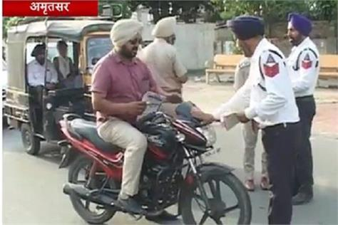 punjab police is telling people traffic rules differently