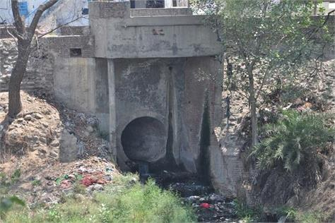 the sewage fired in rivers and drains and dirty water of factories