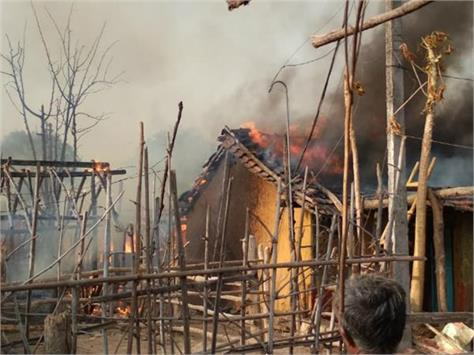 fire in 13 houses in devas