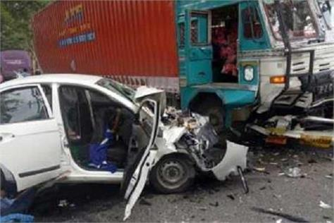 5 people died in road accident