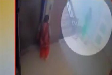 child stolen from hospital in delhi