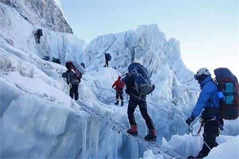 two female climbers and tsaf supervisor reached mount everest