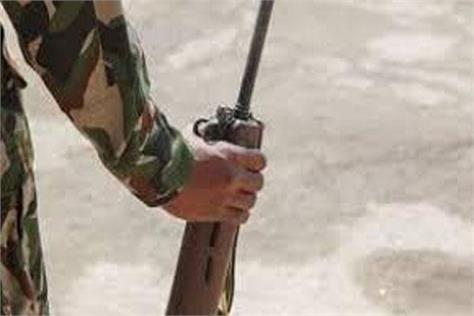 rifle snatching bid foiled in kulgam