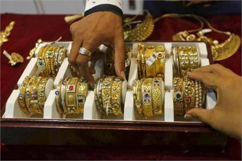 gold prices rise silver falls