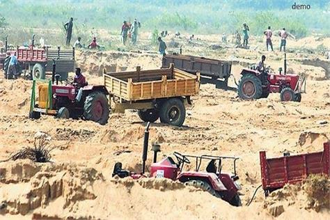 two tractor trolley caught in illegal sand arrested