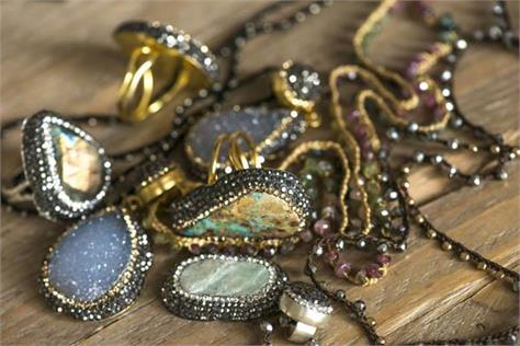 gems and jewellery exports dip 22 in april