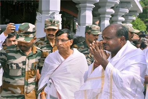 kumaraswamy will take charge of karnataka tomorrow
