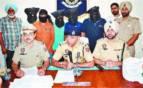 five arrested with betting king pin on cricket matches