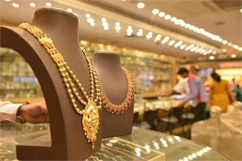 gold extends gains on positive global cues jeweller buying
