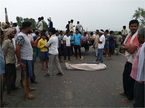 youth s body hanged from tree in meerut