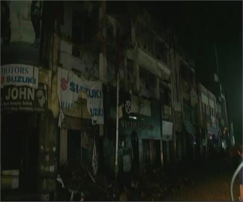 lucknow three storey building collapses in hazratganj