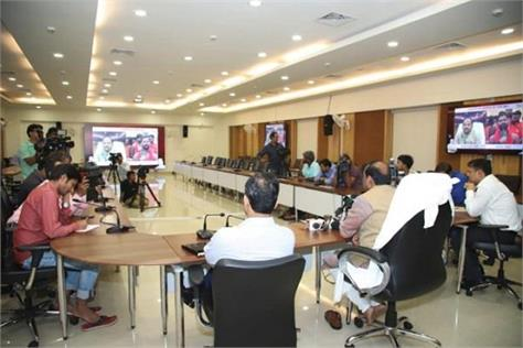 cm interacts with kanvaris through video conferencing