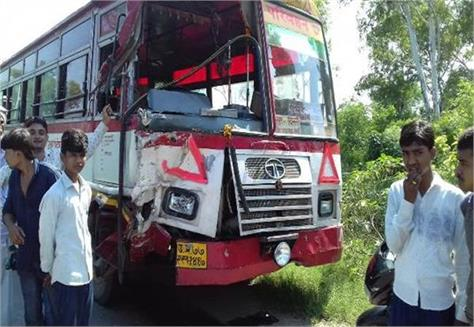 bus and loader collide 3 people die