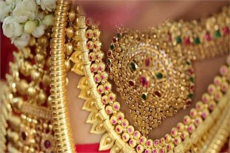 gold prices up by rs 140 silver prices steady