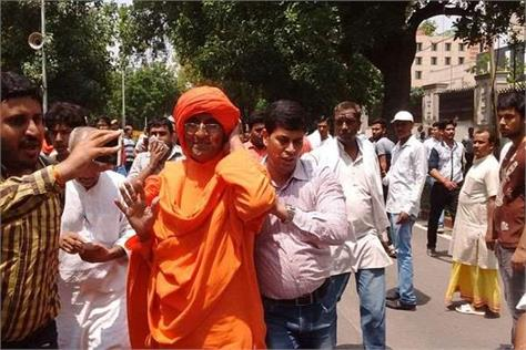 swami agnivesh again manhandled outside bjp office