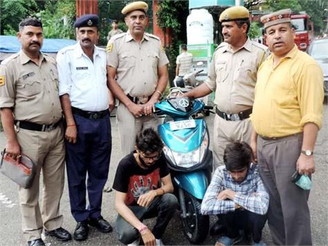 hashish recovered from scooty riders 2 arrested