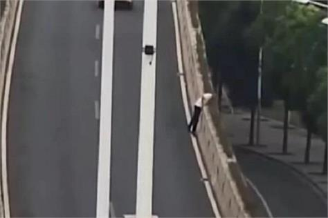 chinese man jumps off fly over to avoid police drink and drive test