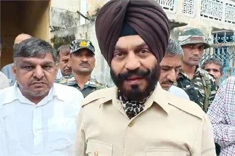 maninder singh bitta reached at martyr narendra singh s home