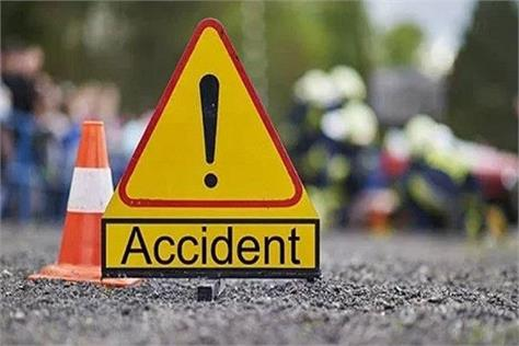 4 injured in a collision between 2 motorcycles