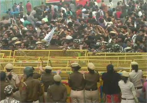 delhi uproar by students against fee hike in jnu
