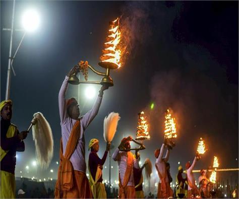 kumbh 2019 paush purnima devotees plunge in triveni sangam
