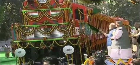 pm modi launches the first converted power rail engine of the country
