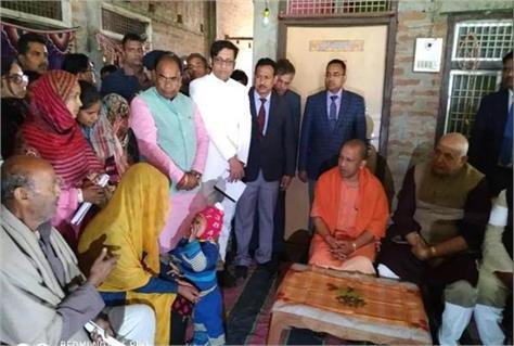 cm yogi reached the house of shaheed vijay kumar maurya