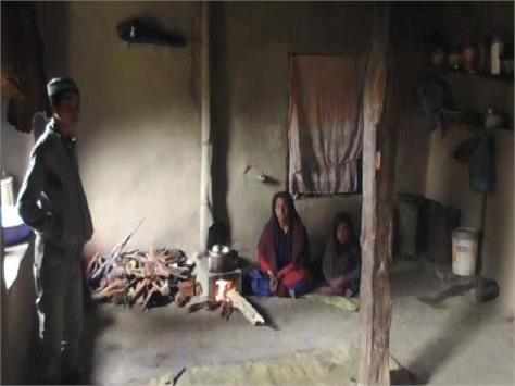 this family is cutting black water in chamba