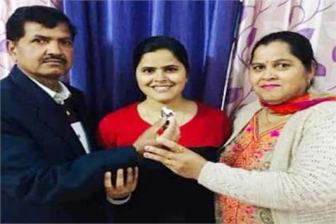 hamirpur shikha tehsildar parents happy