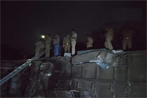 twleve coaches of purva express derailed kanpur incident happened