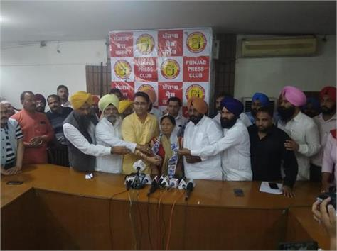 shamsher dullo wife joins aap