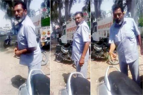 scooty rider misbehave with police personnel