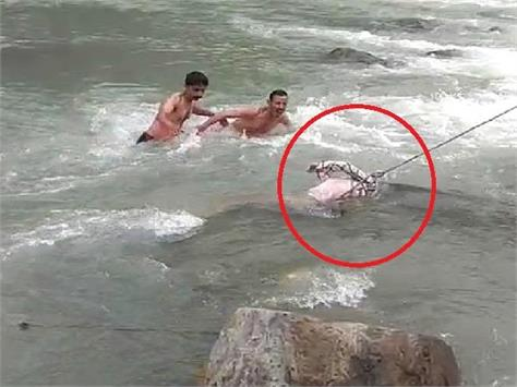 the body of the elderly found in beas river