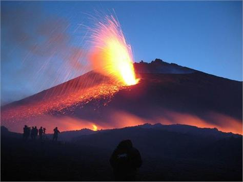 italy s etna volcano erupts on sicily closing two airports