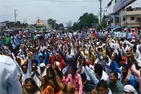 ranchi mercury teacher s protest  education minister s appeal ignored