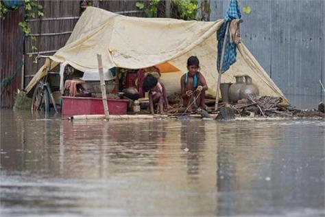 water started pouring in flooded areas but the thrust of diseases increased