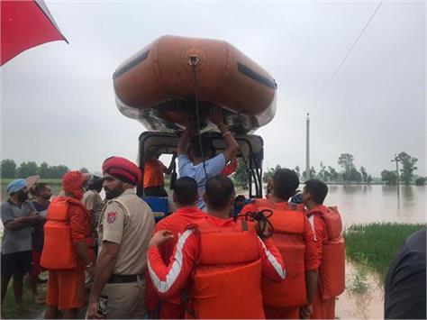 on sutlej boom rescue team saves 4 people